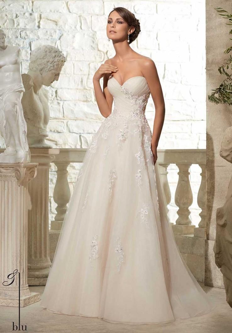 0580b62c9c77 Le nuove collezioni Sposa 2015. La scelta dell abito tocca corde molto  sensibili nel cuore di ogni sposa